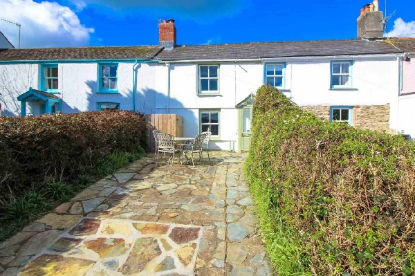 Little Cottage is located in St Mawes