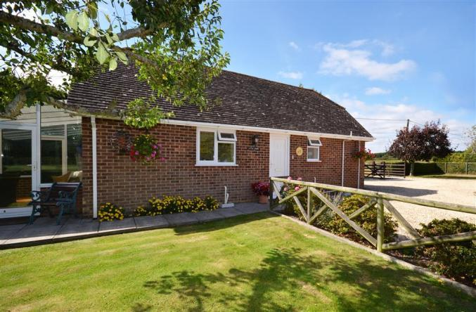 Hampshire Cottage Holidays - Click here for more about Little Broom