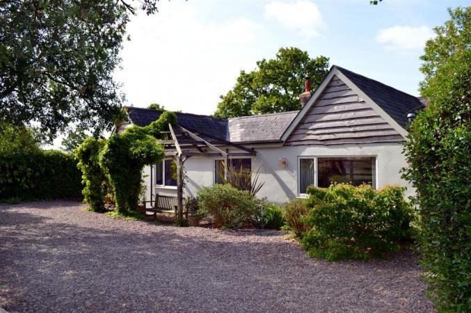 Hampshire Cottage Holidays - Click here for more about Old Farm Cottage