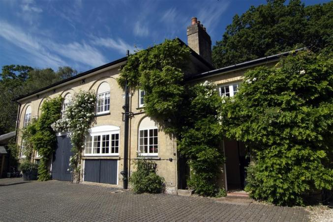 Hampshire Cottage Holidays - Click here for more about The Coach House