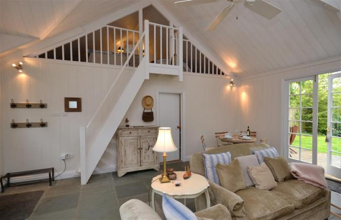 Hampshire Cottage Holidays - Click here for more about Oak Tree Cottage