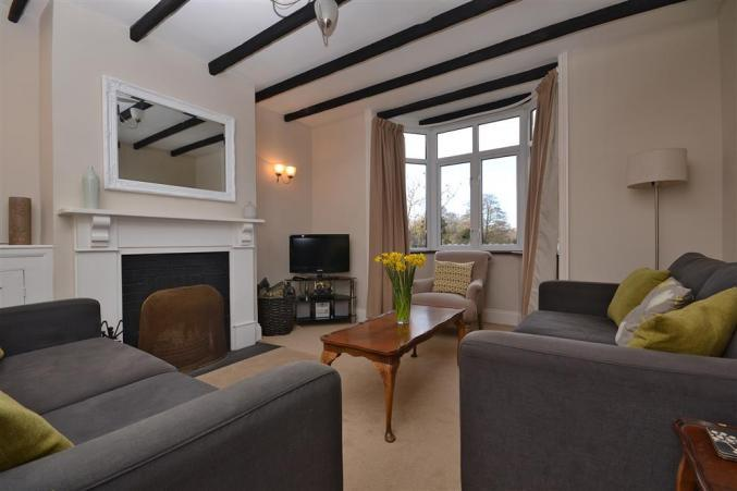 Hampshire Cottage Holidays - Click here for more about 2 Knoll Cottages