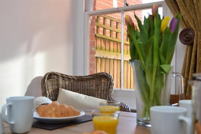 Hampshire Cottage Holidays - Click here for more about Rachael's Cottage