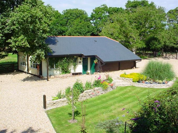 Hampshire Cottage Holidays - Click here for more about The Old Granary at Kinkell Cottage