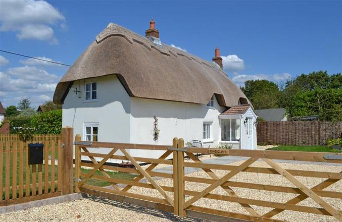 Hampshire Cottage Holidays - Click here for more about Kingscliffe Cottage
