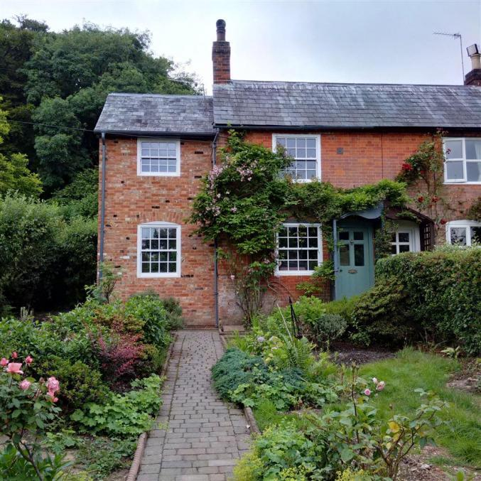 Hampshire Cottage Holidays - Click here for more about Halemede