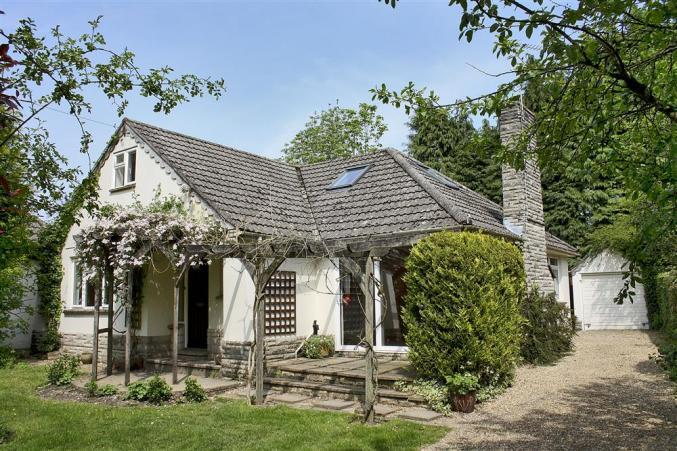 Hampshire Cottage Holidays - Click here for more about The Bumbles