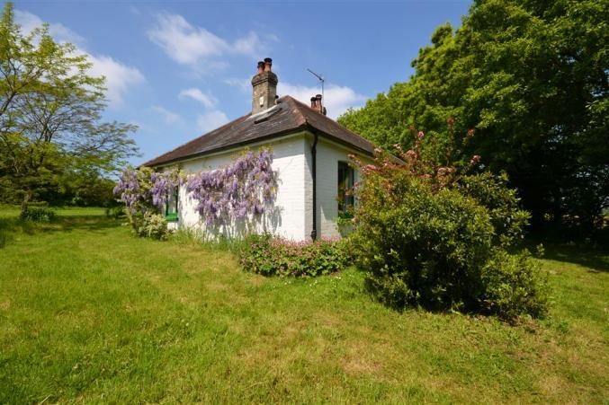Hampshire Cottage Holidays - Click here for more about Pinns Farm Bungalow
