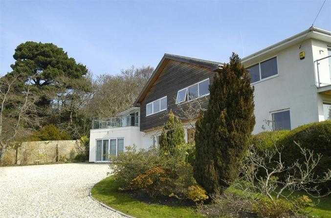 Hampshire Cottage Holidays - Click here for more about The Crow's Nest