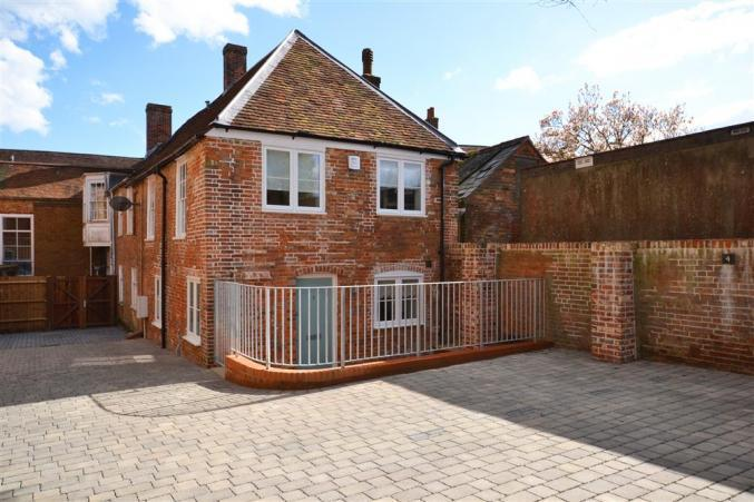 Hampshire Cottage Holidays - Click here for more about Saltbox Cottage