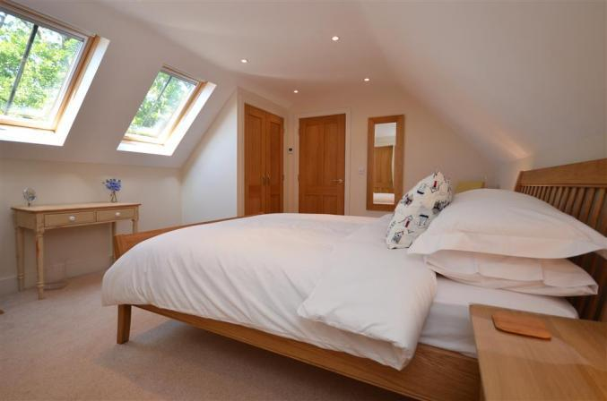 Hampshire Cottage Holidays - Click here for more about Oakside