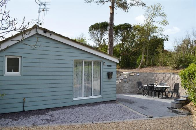 Hampshire Cottage Holidays - Click here for more about Figtree Cottage