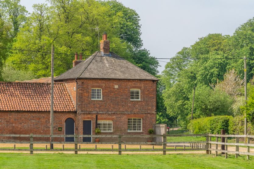 Norfolk Cottage Holidays - Click here for more about The Tack House