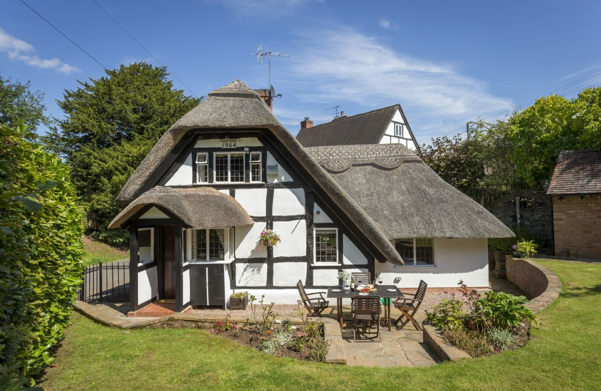 Worcestershire Cottage Holidays - Click here for more about Corner Thatch