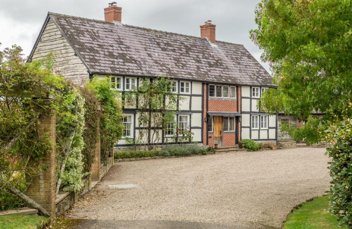 Herefordshire Cottage Holidays - Click here for more about Bearwood House