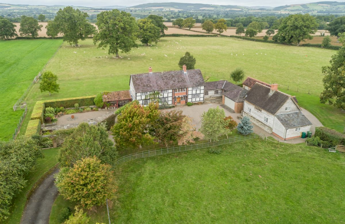 Herefordshire Cottage Holidays - Click here for more about Bearwood House and Cottage