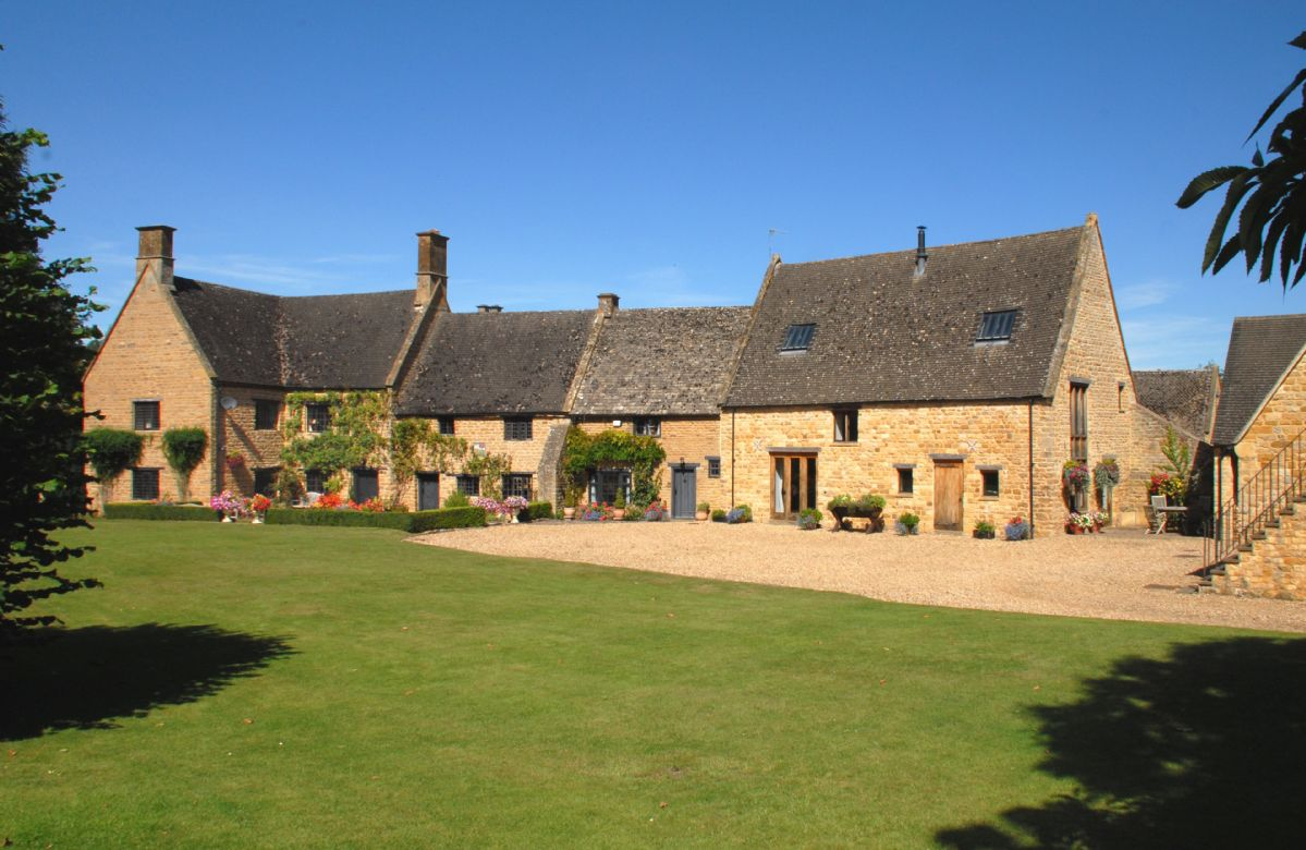 Warwickshire Cottage Holidays - Click here for more about Stourton Manor