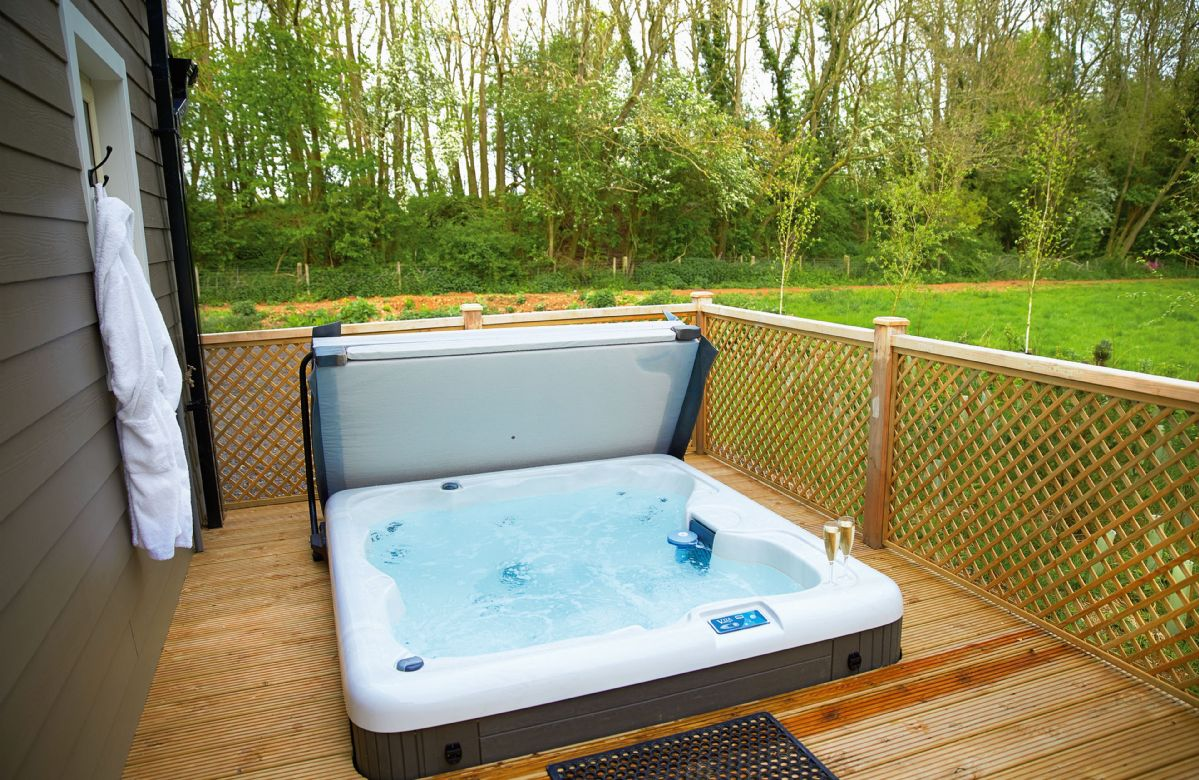 Essex Cottage Holidays - Click here for more about Campion Lodge