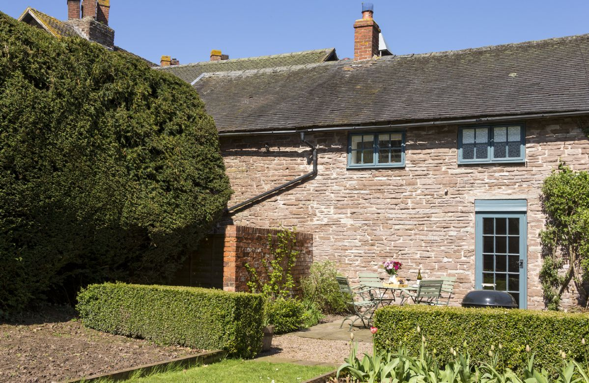 Herefordshire Cottage Holidays - Click here for more about Yewtree Cottage