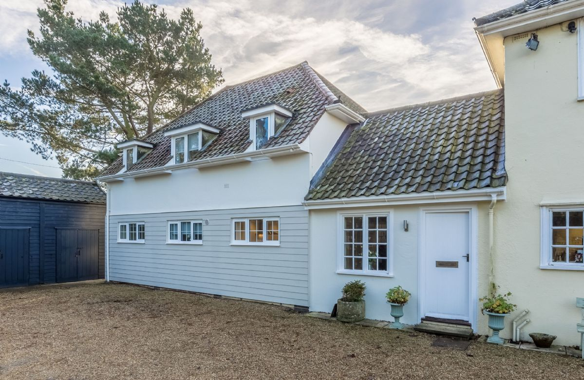 Suffolk Cottage Holidays - Click here for more about Marsh Lodge