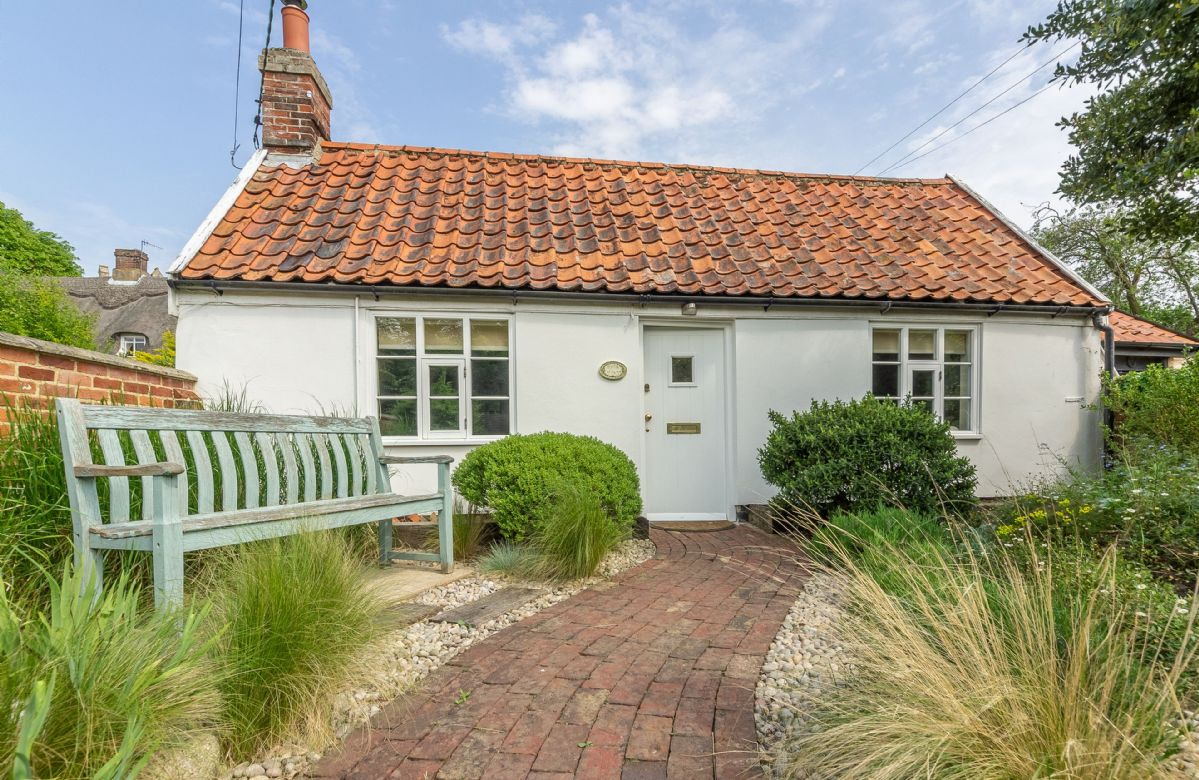 Suffolk Cottage Holidays - Click here for more about Myrtle Cottage