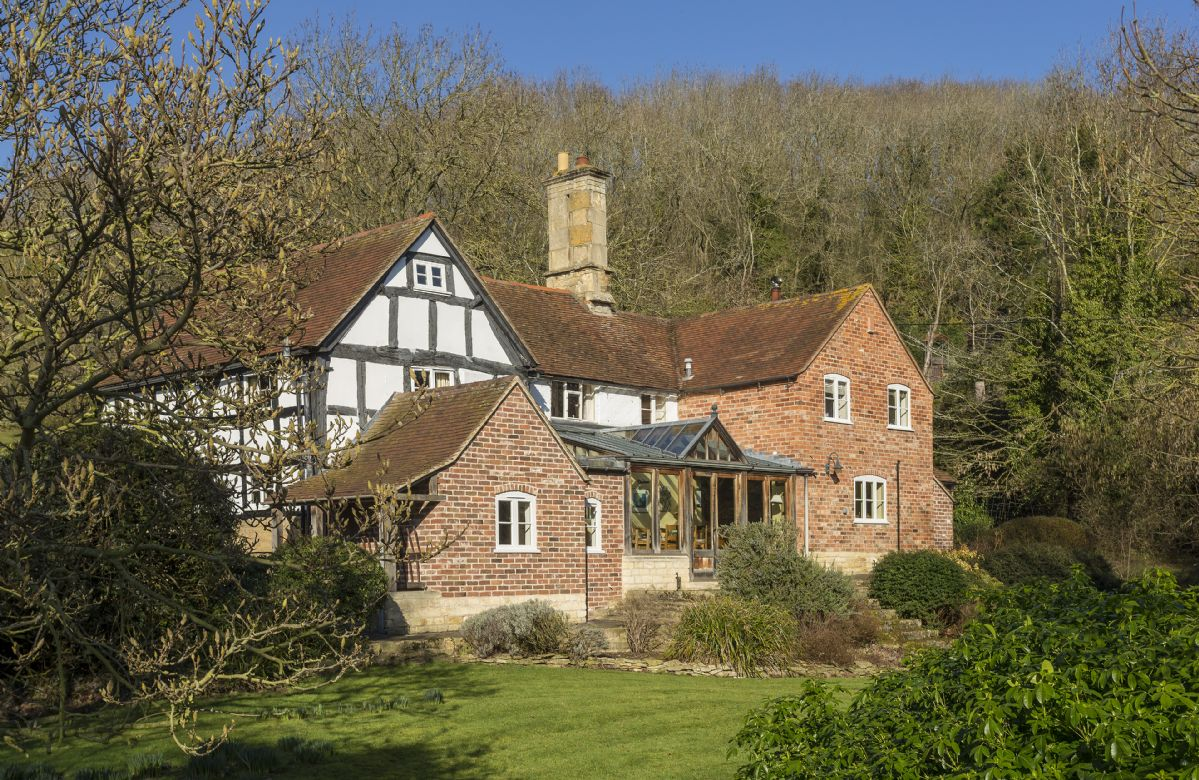 Worcestershire Cottage Holidays - Click here for more about The Coppice