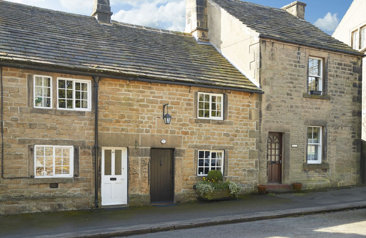 Derbyshire Cottage Holidays - Click here for more about Memorial Cottage