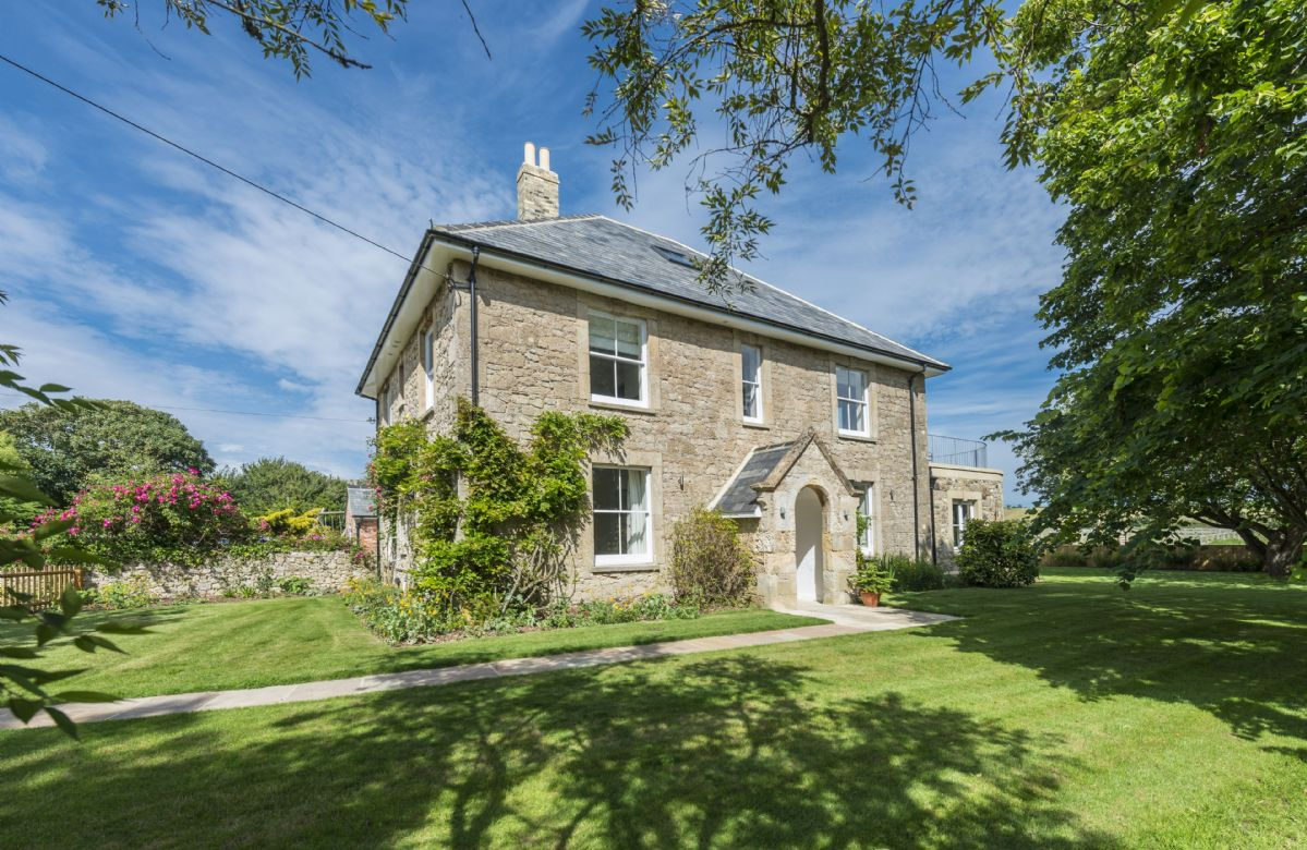 Isle of Wight Cottage Holidays - Click here for more about Brook Farmhouse