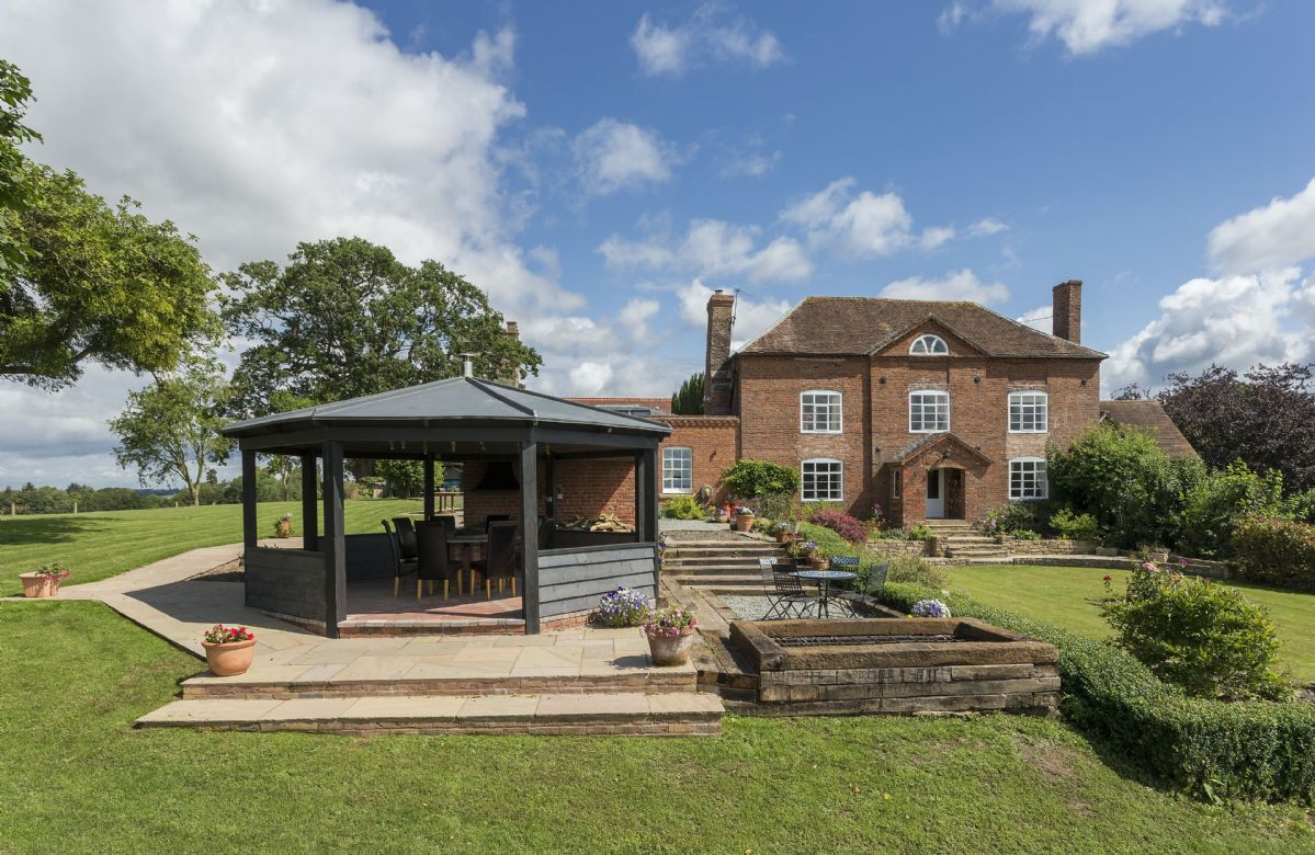 Worcestershire Cottage Holidays - Click here for more about Broad Meadows Farmhouse