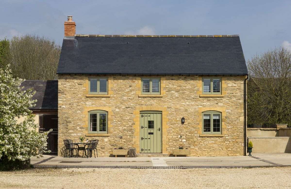 Oxfordshire Cottage Holidays - Click here for more about Alysas Cottage