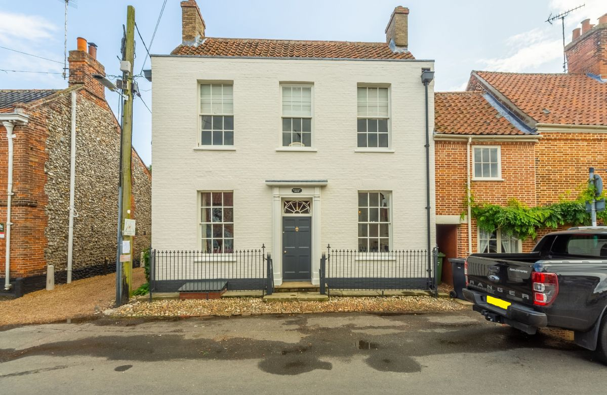 Norfolk Cottage Holidays - Click here for more about Estcourt House