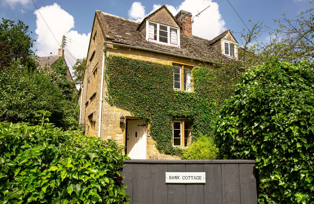 Gloucestershire Cottage Holidays - Click here for more about Bank Cottage