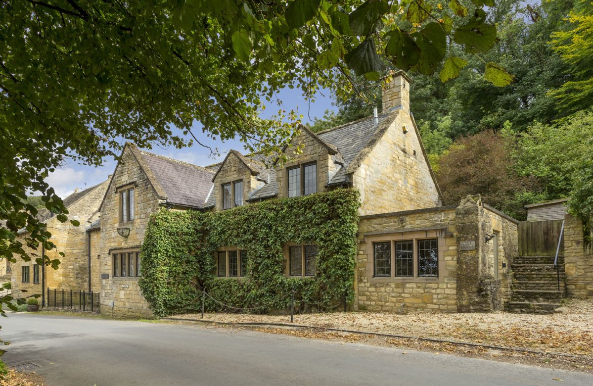 Gloucestershire Cottage Holidays - Click here for more about Oat House