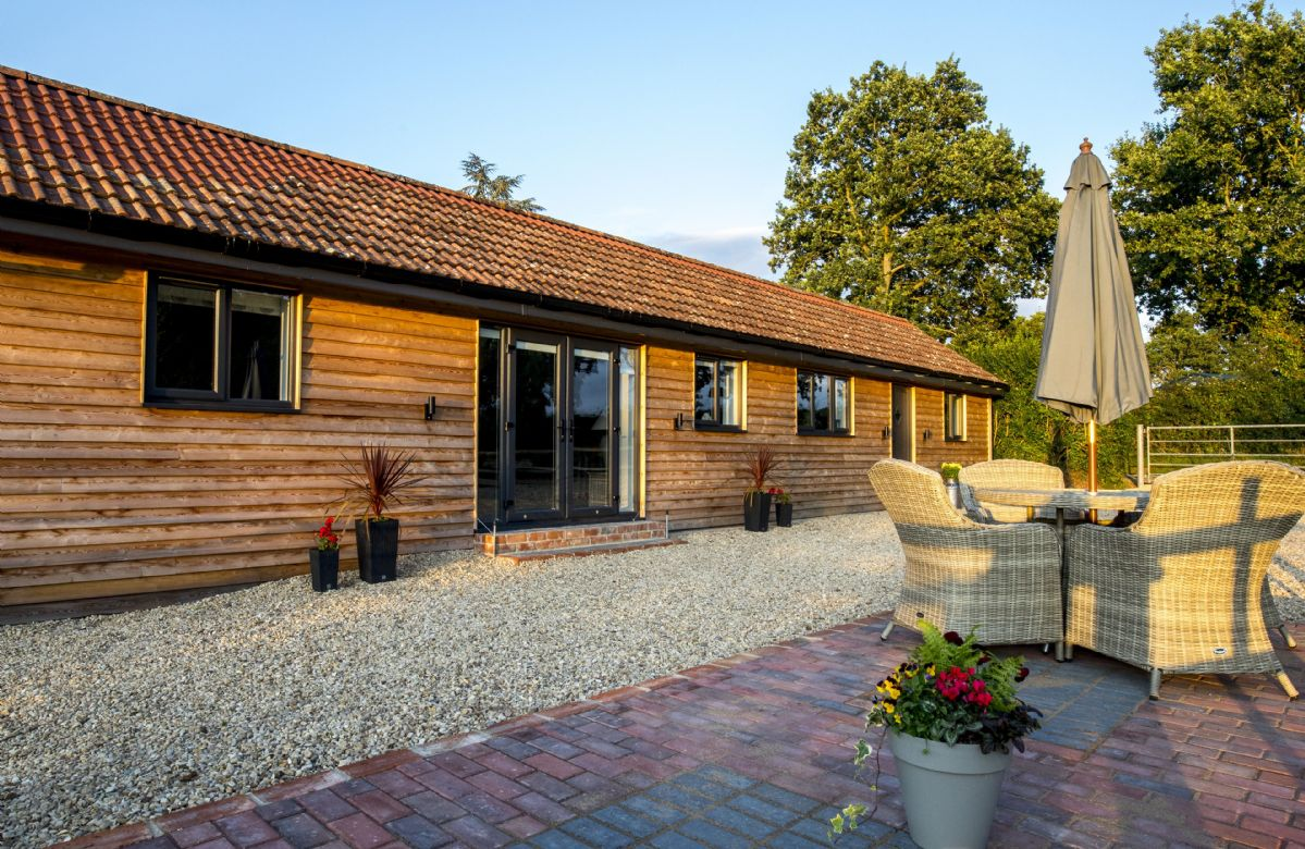 Wiltshire Cottage Holidays - Click here for more about Oak Tree Barn