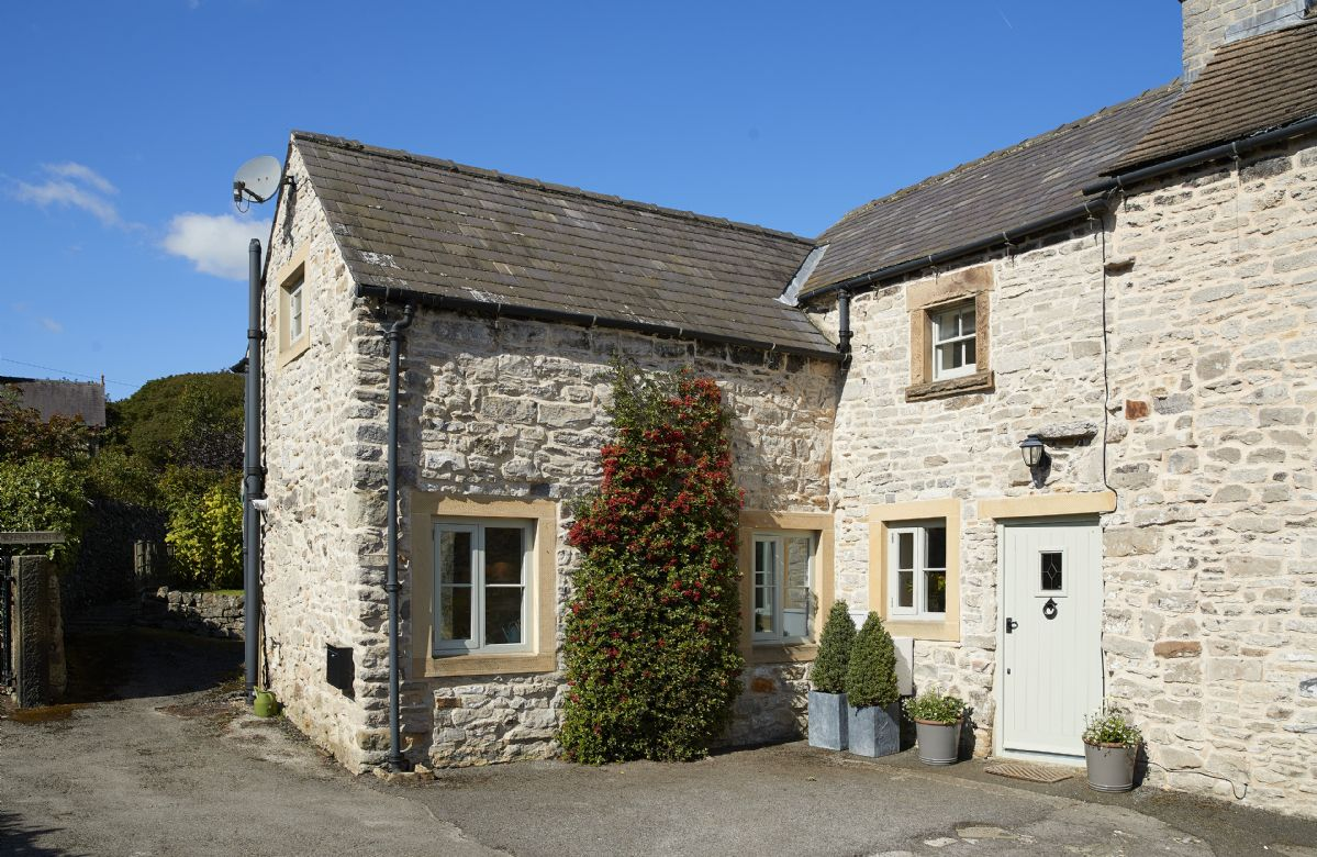 Derbyshire Cottage Holidays - Click here for more about Sunnylea Cottage