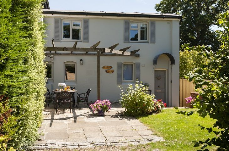 Hampshire Cottage Holidays - Click here for more about Magnolia Cottage