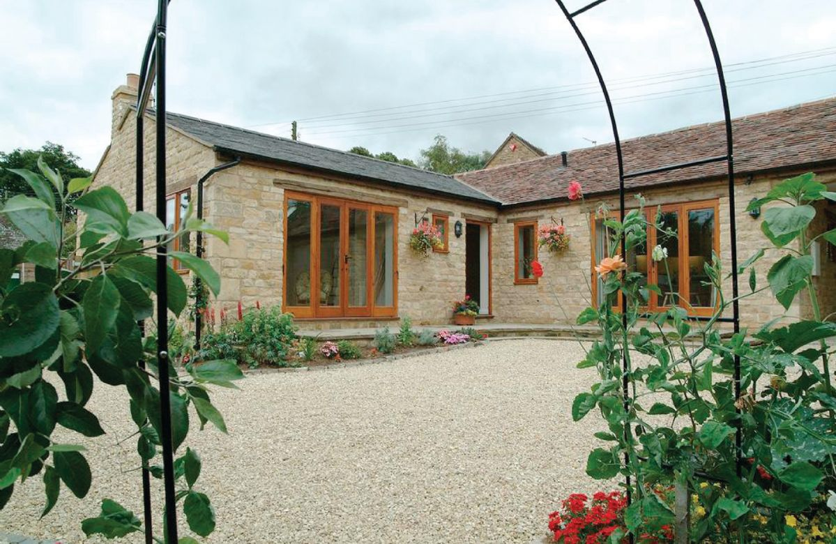 Warwickshire Cottage Holidays - Click here for more about Cider Press