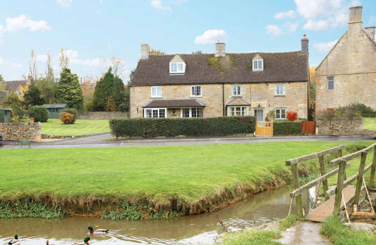 Oxfordshire Cottage Holidays - Click here for more about Duckling Cottage
