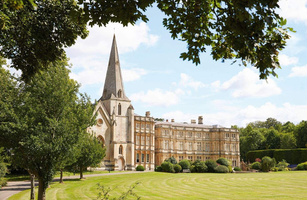 Oxfordshire Cottage Holidays - Click here for more about Cloisters