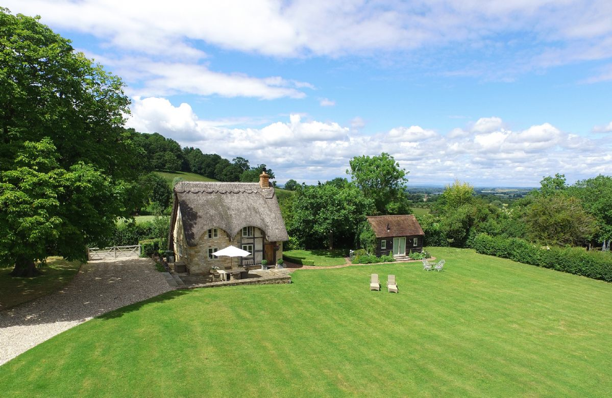 Worcestershire Cottage Holidays - Click here for more about Field Cottage and Garden Room