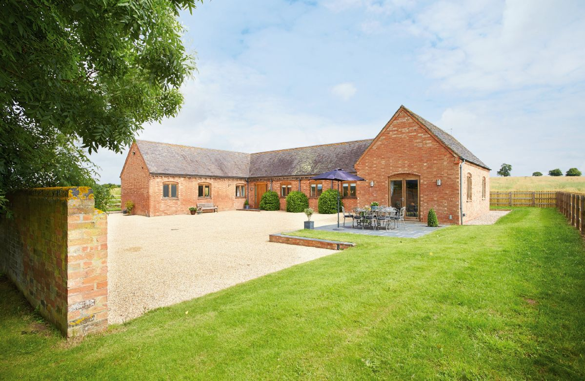 Warwickshire Cottage Holidays - Click here for more about Furlong Barn