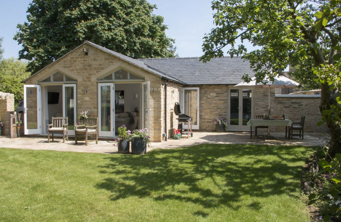 Oxfordshire Cottage Holidays - Click here for more about Hunter Cottage