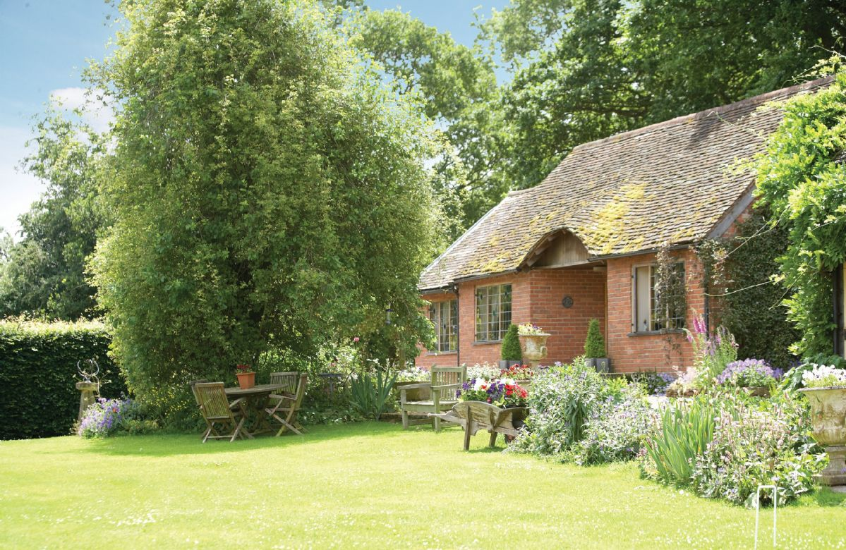 Worcestershire Cottage Holidays - Click here for more about Long Cover