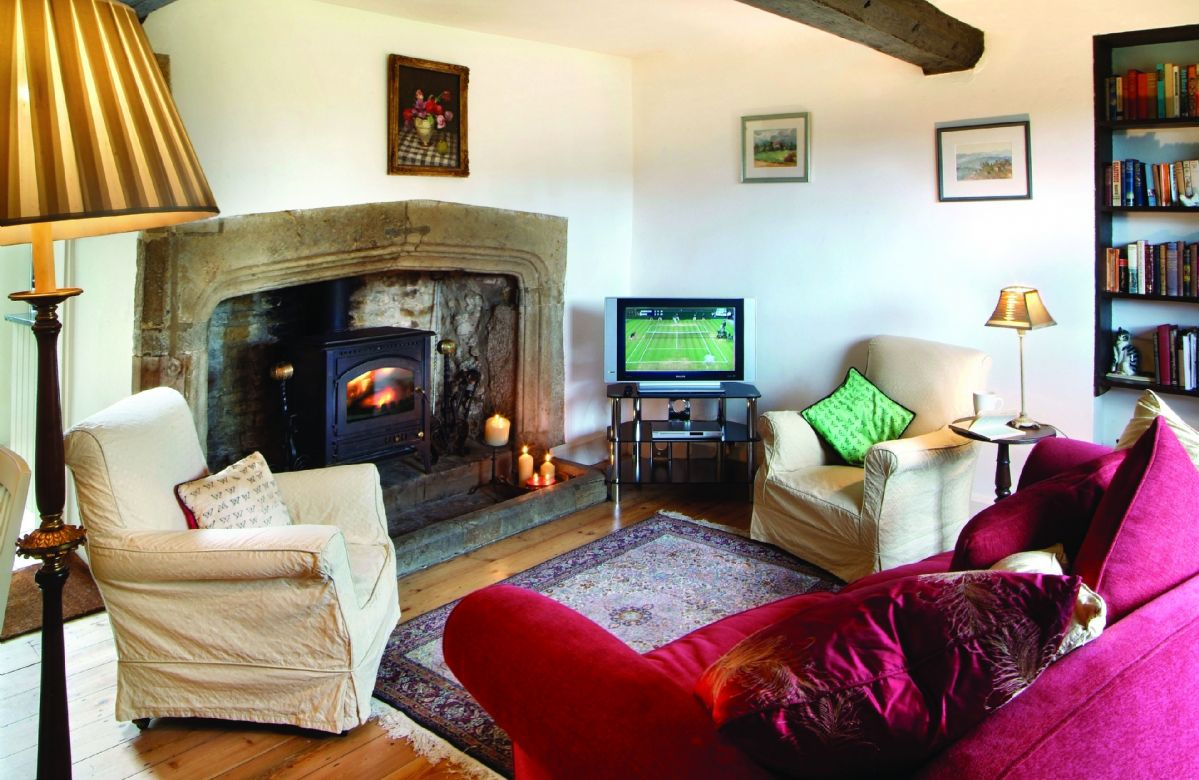Oxfordshire Cottage Holidays - Click here for more about Tudor End