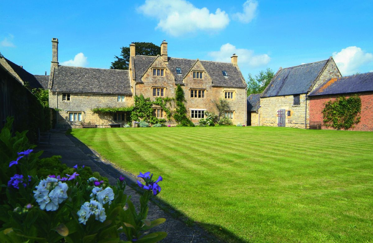Warwickshire Cottage Holidays - Click here for more about Willington Farmhouse