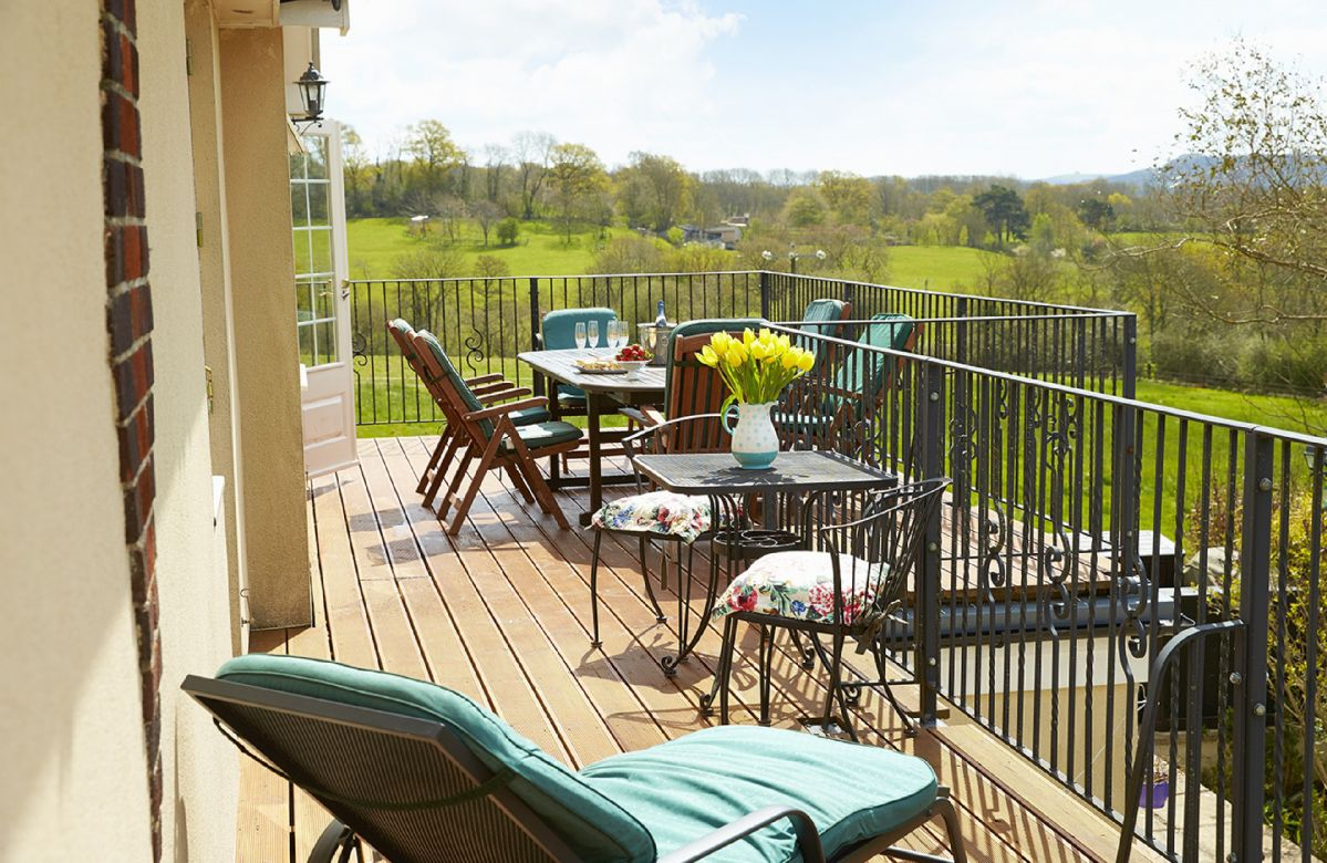 Wiltshire Cottage Holidays - Click here for more about Underwood House