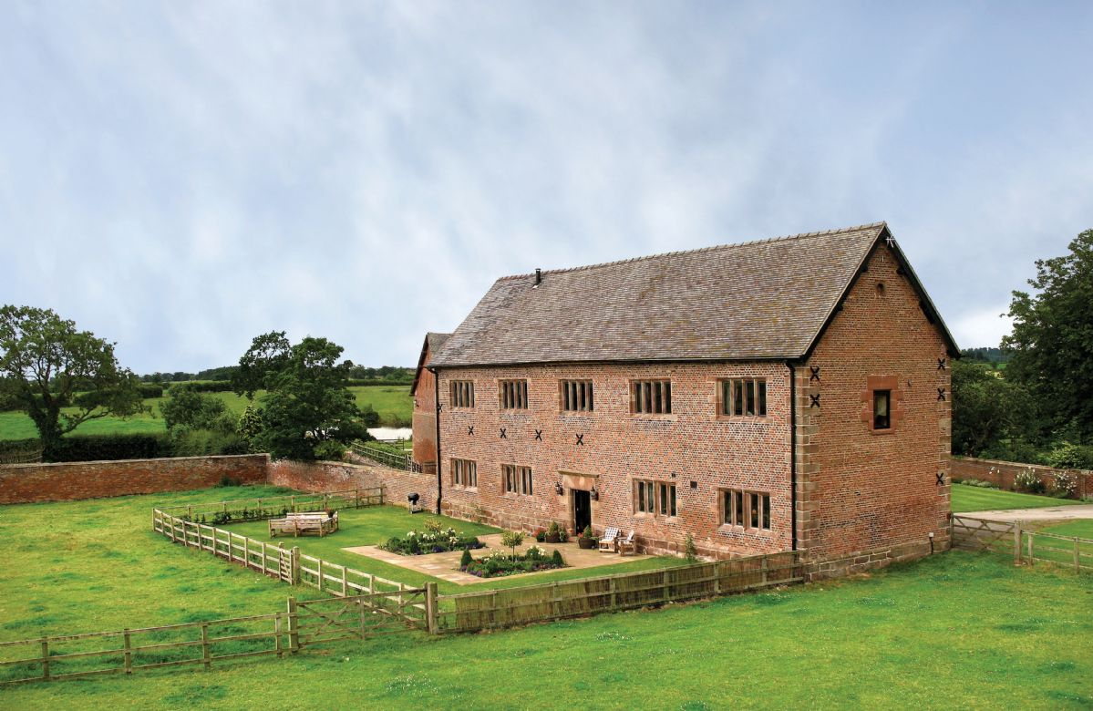 Cheshire Cottage Holidays - Click here for more about Cromwells Manor