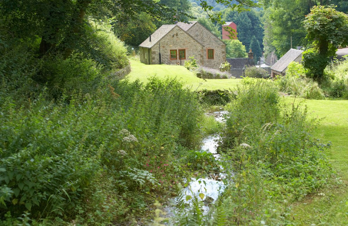 Derbyshire Cottage Holidays - Click here for more about Mill Race Cottage
