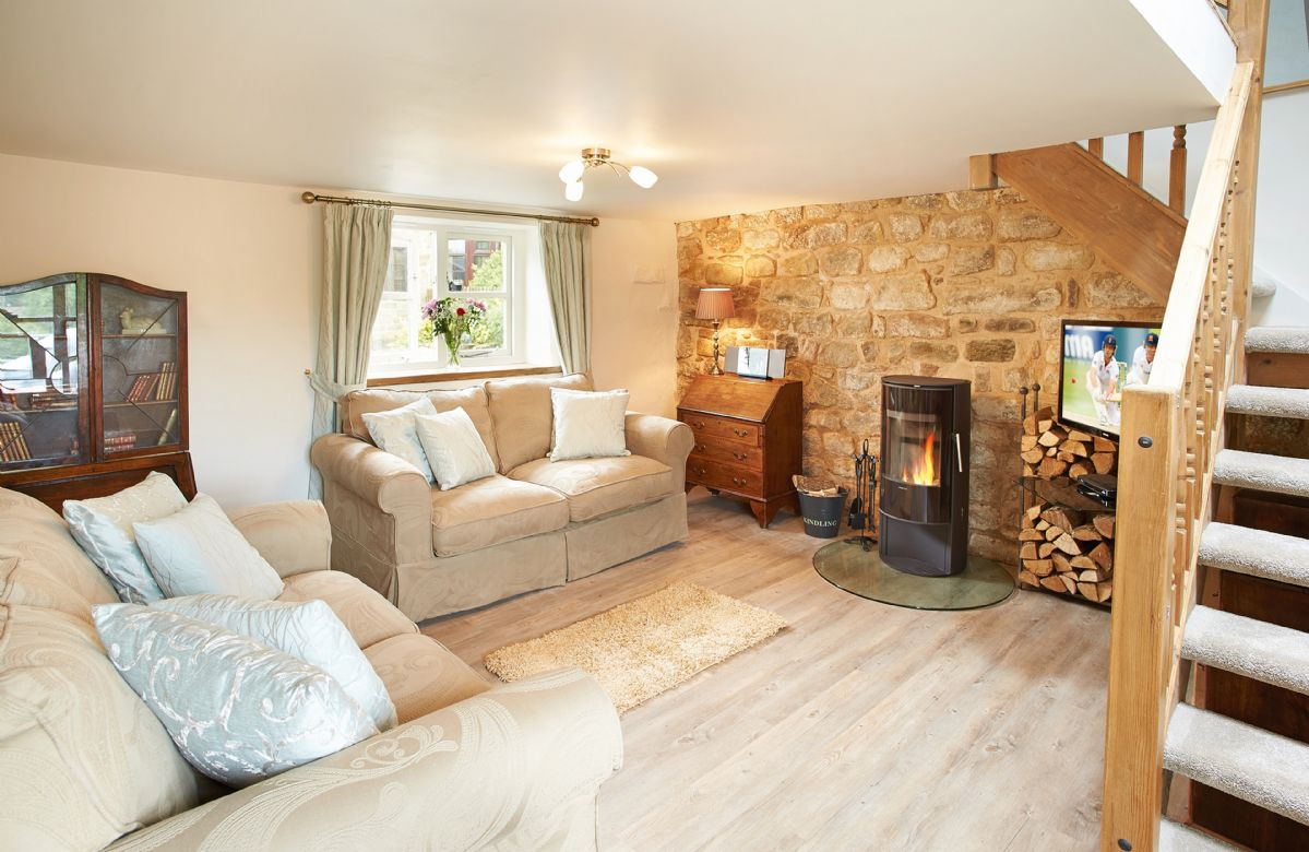 Derbyshire Cottage Holidays - Click here for more about Pendleton Cottage