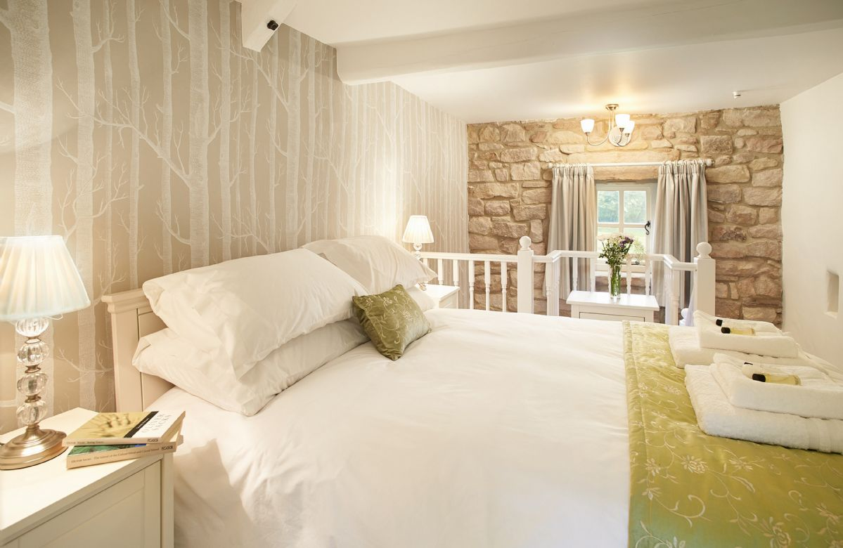 Derbyshire Cottage Holidays - Click here for more about Sparrows Roost